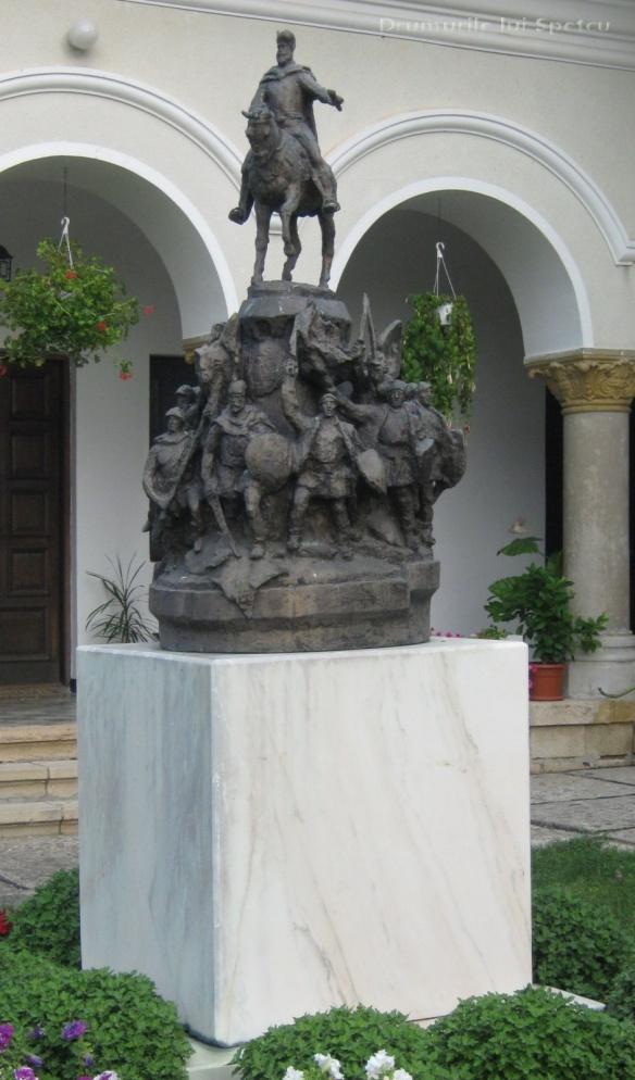 2010 08 16-20 (Targoviste - Bucuresti - Rosiori - Turnu - V. Ol) 032 [1600x1200]